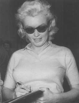 Marilyn Monroe writing right-handed